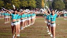 强身健体!浙江大学生穿热裤露脐装做广播操