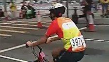 千万别小看胖子 自行车也能玩儿出漂移来