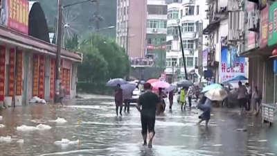 新一轮强降雨袭南方 长江客船翻沉事件