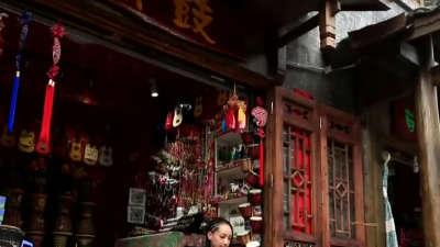 湖南好人之凤凰守护者吴官林 坍塌沙首家室内滑雪场开放