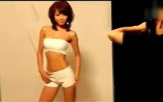 日本艳星释由美子玩性感诱惑