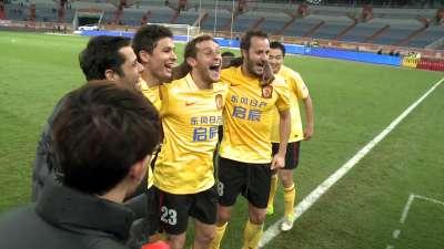 乐视体育直击恒大夺冠 球员现场庆祝夺4连冠