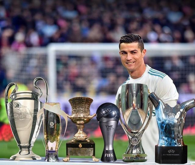 2016和2017年,整个世界足坛所有的个人荣誉奖杯,也几乎全部颁给了c罗.