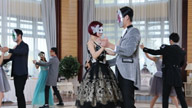 三位蒙面王子邀安小主跳舞