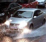 雨天驾驶多留心