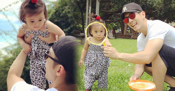 修杰楷带女儿草地玩乐 咘咘甜笑激萌