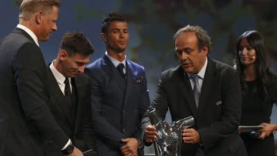 梅西击败c罗苏亚雷斯 两次荣膺欧洲最佳球员创历史