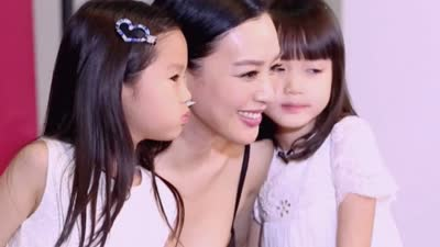 张伦硕带女儿探班钟丽缇