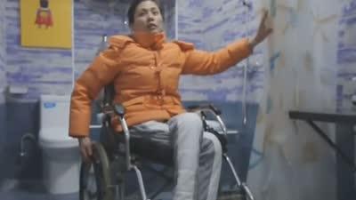 """廉租房内的七年拥挤 为""""轮椅妈妈""""改造新家"""
