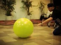 球技再烂duang一下就好了 谁能想到健身球还能这么用