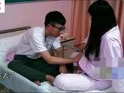 老公陪产与孕妇老婆在病床上嬉闹,太有爱了!