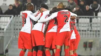 法甲-法尔考帽子戏法 摩纳哥4-0十人波尔多暂登顶