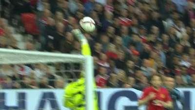 曼联开场被敲一闷棍 罗梅罗飞身化险拯救红魔
