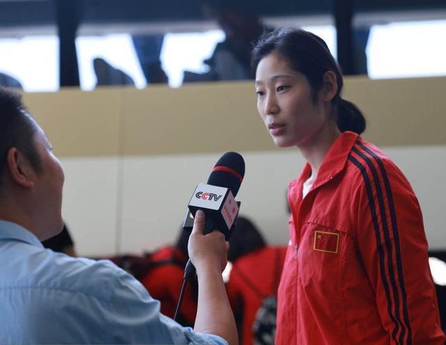 朱婷夺冠后身披五星红旗!中国女排队长,继续王者风范
