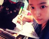 刘亦菲与猫表情神同步