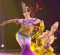 新疆母亲表演风沙龟兹