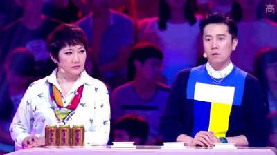 杨丽萍跳孔雀舞时 细致入微指甲颜色小玄机