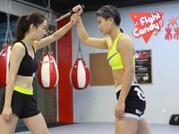 《Fight Candy》第13期:娇美女孩展威猛风范 夺刀制敌一步到位