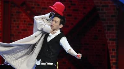 张霜剑上演世界级肢体魔术 吴亦凡现场默剧首秀