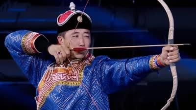火舞表演震惊四座 蒙古弓箭引青年团争议