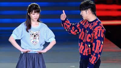 高晓攀、刘洪悦表演情景小品《恋爱倒叙》