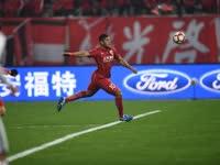 吕文君武磊建功 上港2-0延边两连胜领跑