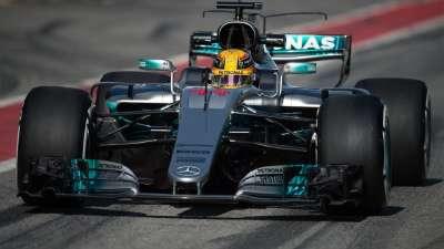 F1冬季测试首日 汉密尔顿驾驶奔驰成功登顶