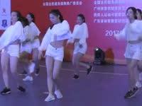 人多就是力量 广东实验中学街舞展现团队风采