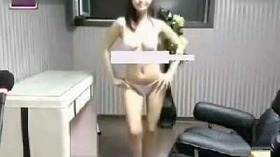 韩国美女主播艾琳制服诱惑