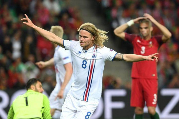 与葡萄牙,匈牙利,奥地利同组的冰岛,以1胜2平的战绩成功闯入16强.