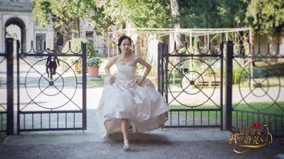 《我最好朋友的婚礼》邀请函  开启浪漫序幕