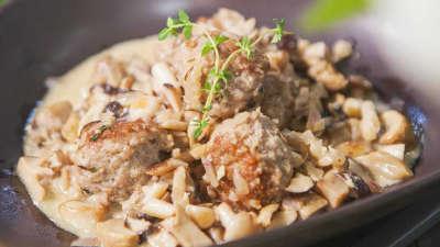 瑞典肉圆配菌菇酱