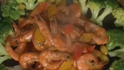 银杏炝炒凤尾虾