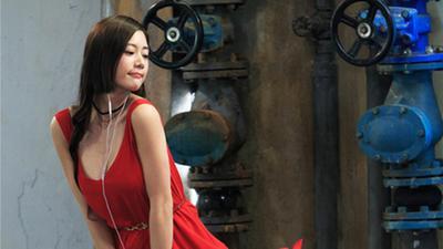 《情圣》曝克拉拉Clara热舞片段  红裙妩媚性感发4亿福利