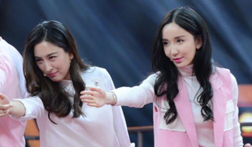 娄艺潇马苏翩翩起舞