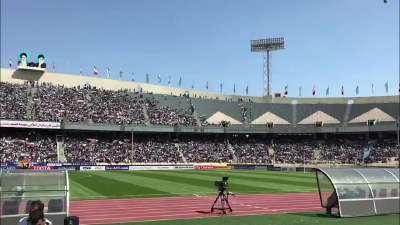 【现场】国足客场1球惜败 伊朗球迷放炮庆祝