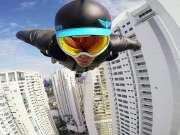 飞入天际! 大神在摩天楼中自由穿梭!