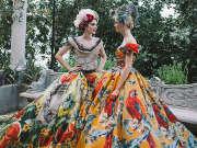 在高定的城堡里下象棋 闺蜜俩的时尚秘密