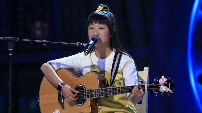 小姑娘弹唱《当你老了》