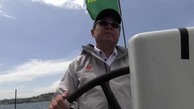友宝号惊艳亮相悉尼港 船东王滨抵达现场为队员鼓劲