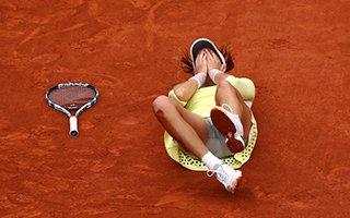 法网女单新冠军诞生 拿赛点穆古拉扎倒地庆祝