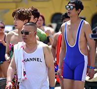 前传:男团奇葩泳装秀