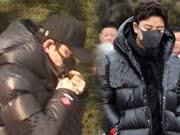 贾乃亮参加春晚节目审查咳嗽不断 助理手拿一大袋药