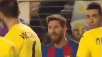 对手无奈被无视皮克高声申诉梅西表情手球亮羽毛球林天从图片