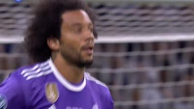 皇马3脚传球过80米 马塞洛怒射偏出球门