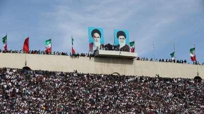 见过7万人的工体 但你见过挤满看台的德黑兰吗?