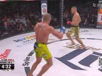 恐怖!布莱德利重拳出击 开场30秒终结对手