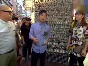"""香港魔术师甄泽权 现场表演金鱼""""穿墙"""""""