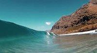 好神奇!网友慢镜头拍摄潜水冲浪 好像被困玻璃里