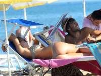 托蒂与娇妻海边度假秀性感 侧卧长椅大秀美臀